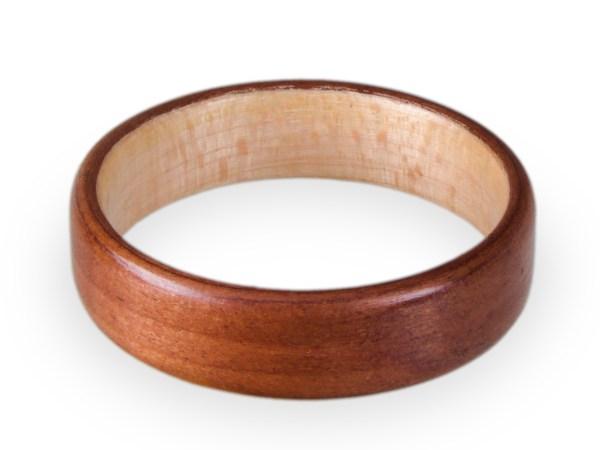 Holzring aus Kirsche und Ahorn