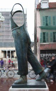 Sculpture A Coluche, bronze de Guillaume Werle, place de la République à Montrouge