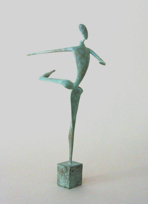 Première danseuse en bronze de guillaume Werle dans la position très classique de l'Attitude, elle fait partie des sculptures de la série des danseuses