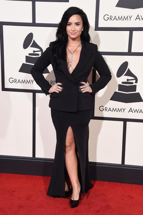 demi-lovato-grammys-red-carpet-2016