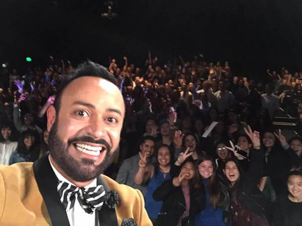 Nick Verreos taking selfies with the crowd during a FIDM event appearance.