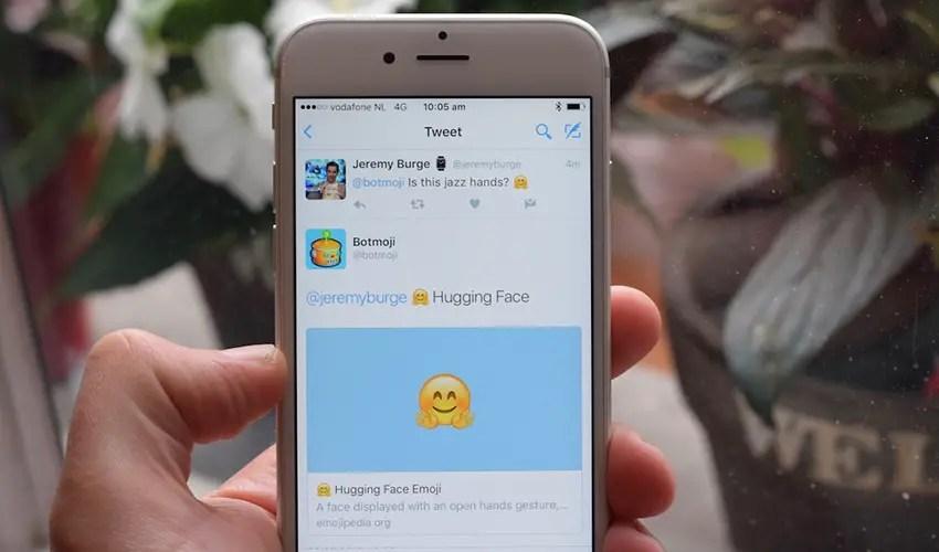 wersm-the-botmoji-twitter-bot-will-help-you-become-an-emoji-master