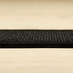 sort tæppe med mønster og kant fra WeRug