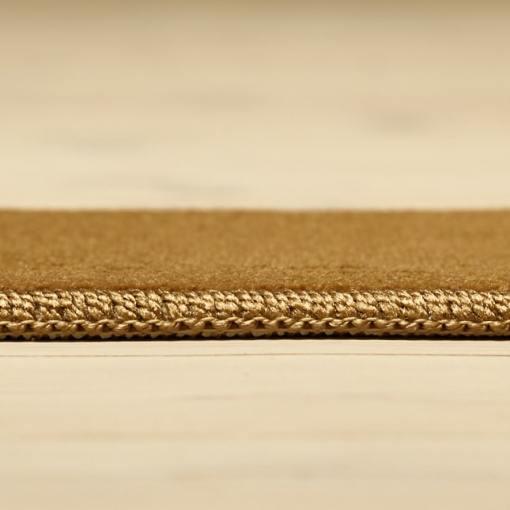 brunt tæppe med gylden kant fra WeRug