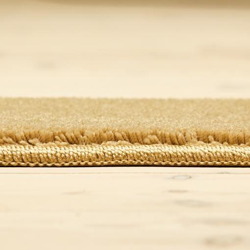 kamelfarvet tæppe med kant fra WeRug løst tæppe