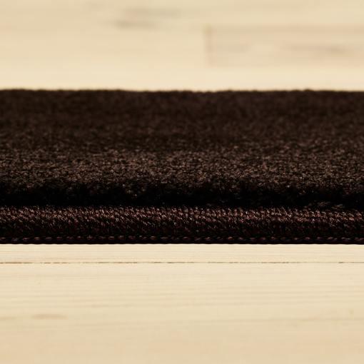 chokoladefarvet tæppe fra WeRug fra siden med kant