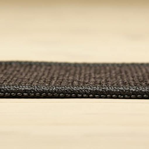mørkegråt tæppe med mønster og kant fra WeRug