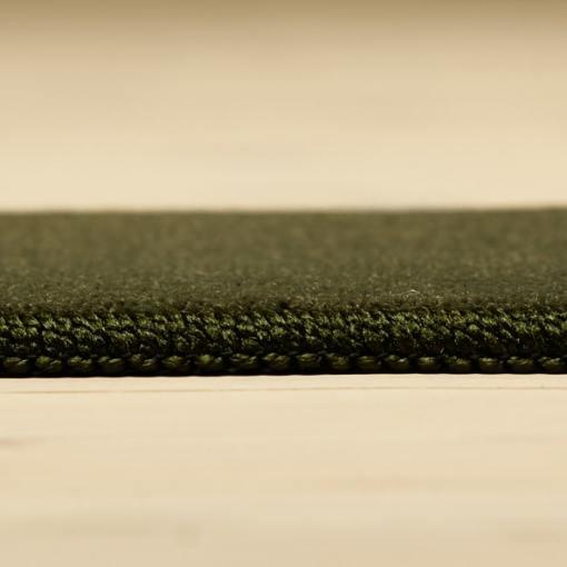 støvgrønt tæppe med kant fra WeRug
