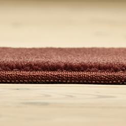 lyserødt tæppe med kant fra WeRug
