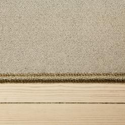 elfensbensfarvet tæppe med kant