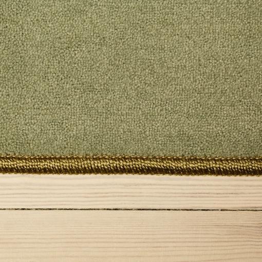 mosgrønt tæppe med kant
