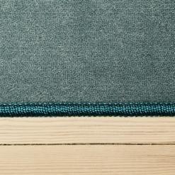 lyseblåt tæppe med kant