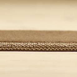 brunt korthåret tæppe med kantbånd