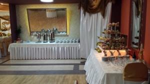 Przyjęcia weselne nie obejdą się bez swojskiego stołu