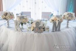 Stół Pary Młodej - zimowa dekoracja ślubna