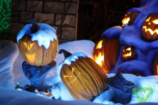Haunted Mansion Christmas (24)