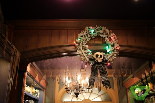 Haunted Mansion Christmas (25)