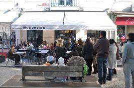 to chyba jedyne miejsce, gdzie widziałem w niedzielę kolejki do Maca wychodzące na ulicę - o co chodzi!?