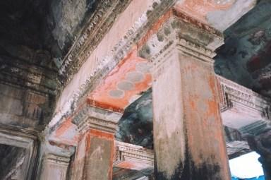 nadal można zobaczyć ślady oryginalnego malowania