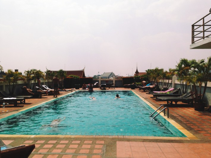 na dachu hotelu - wymarzony odpoczynek od upału + widok!