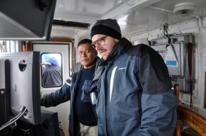 kapitan MS Langoysund pokazuje nam naszą obecną pozycję