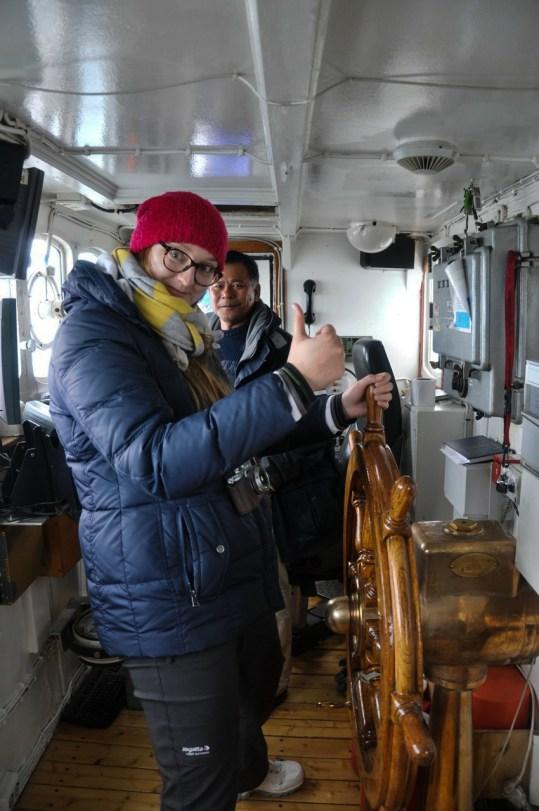 Madzia chwyta za stery MS Langoysund