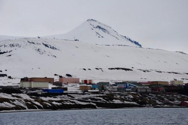 zbliżamy się statkiem do Barentsburga