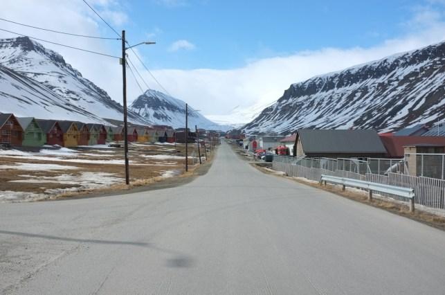 jedna z kilku ulic w Longyearbyen