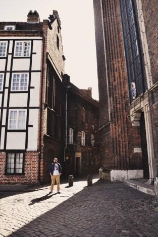 wejście na Mariacką od strony katedry
