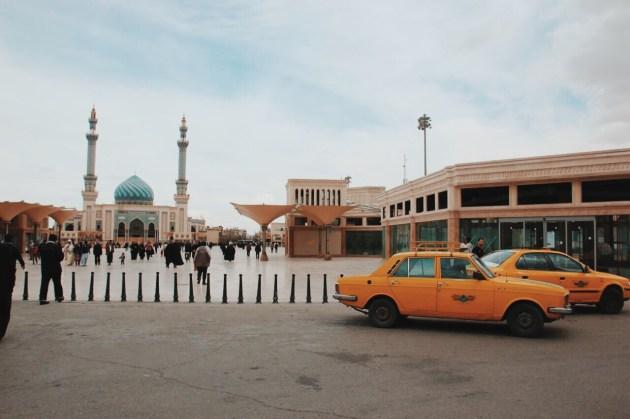 Kom, na placu przed meczetem Hasana al-Askari