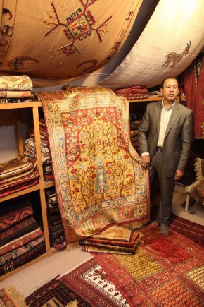 w sklepie z dywanami