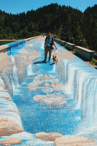 spacer po zaporze na Jeziorze Czorsztyńskim