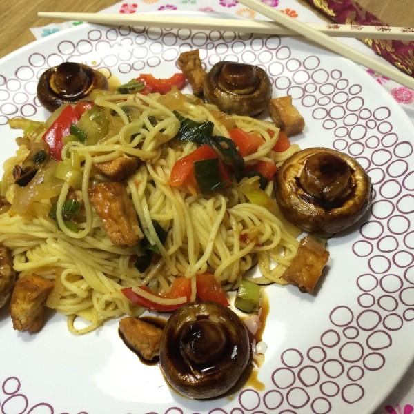 noedels-met-ketjap-champignons3