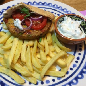 pita-groenteburger-tzatziki-3