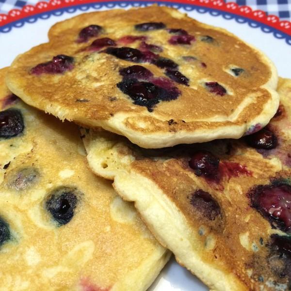 American blueberry pancakes5