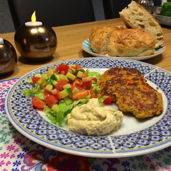 Falafelburger met tomaten salsa1