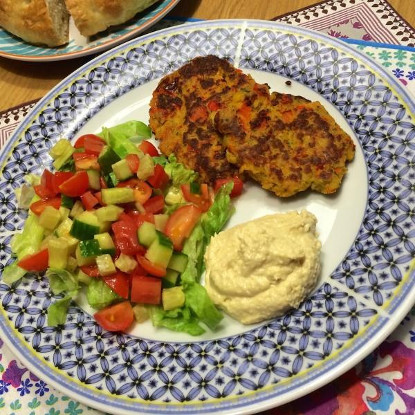 Falafelburger met tomaten salsa5