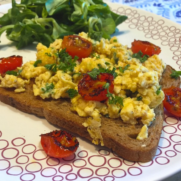 toast-met-tomaat-roerei2