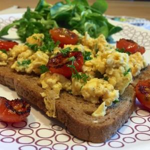 toast-met-tomaat-roerei3