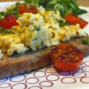toast-met-tomaat-roerei4