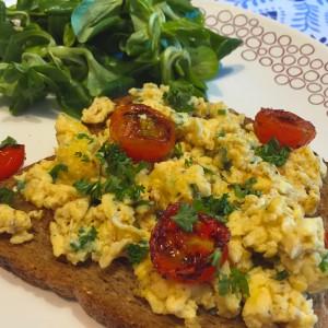toast-met-tomaat-roerei5