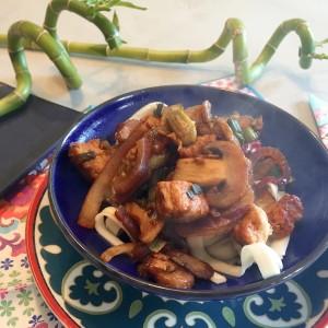 Ketjap noedels met champignons
