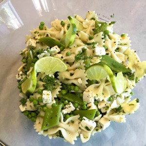 Koude pasta met witte kaas en snijbonen