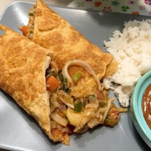 Omeletwrap met rijst indonesisch