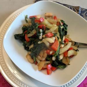 eindresultaat van de lauwwarme spinaziesalade
