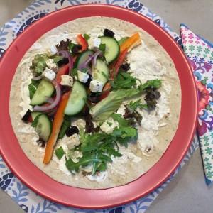 Griekse wrap met knapperige groenten