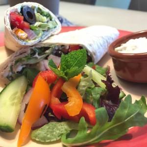 eindresultaat Griekse wrap met knapperige groenten