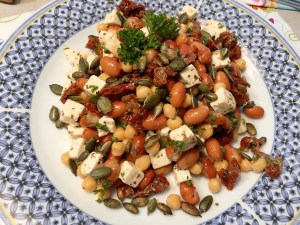 bruine bonen en kikkererwtensalade met feta
