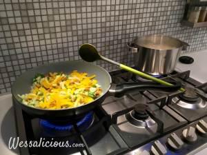 spatel in pangat van de koekenpan