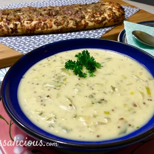 Romige Mosterdsoep met kaas/uibrood